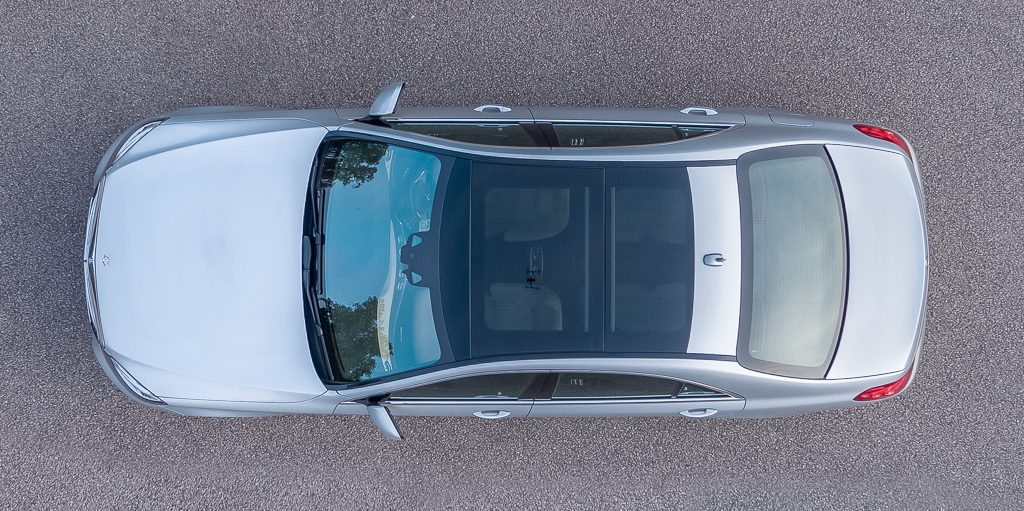Showing the panoramic roof in the Mercedes-Benzs class